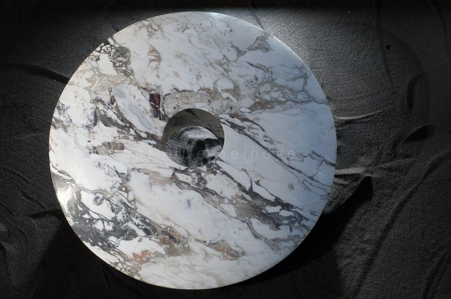 Antares  lentille creuse  marmo arabescato  ∅80 cm  2004